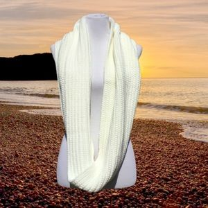 Ribbed Knit Infinity Scarf Ivory 2018 NWT